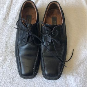 Boys leather shoes. Size 38 (6.5).